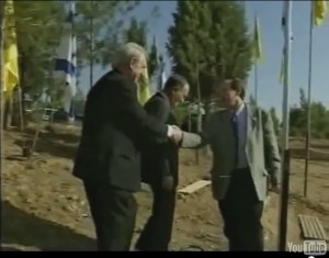 3 Ari Lipinski congratulating German PM NRW Johannes Rau after planting a peace olive tree near Beer Sheba Nov 1998