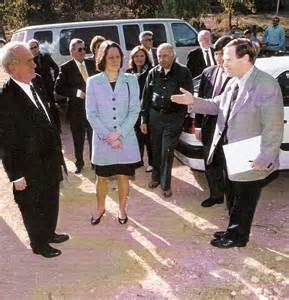 4 Ari Lipinski with PM Johannes Rau and Mrs. Christina Rau in the German Forest WddL in Israel near Beer Sheba 1999