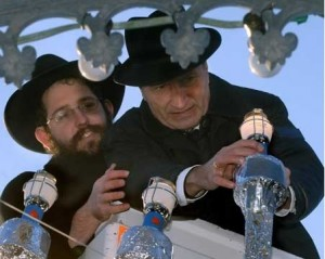 Rabbi Shneur Trebnik and PM Günther Oettinger lighting Hanukkah candles 30.12.2005 in Stuttgart