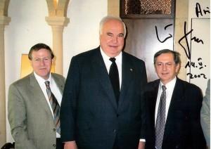 Ari Lipinski mit Altbundeskanzler Helmut Kohl und Prof. Moshe Kaveh in Jerusalem 14.5.2002 - Photo mit Widmung